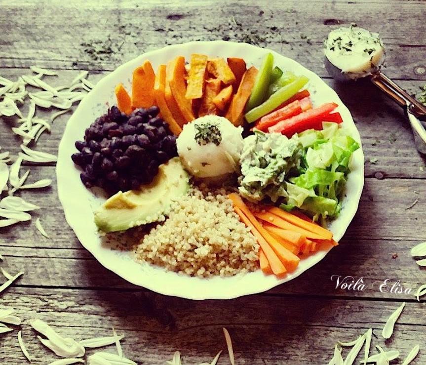 buddha-bowl-vegano-vegetariano-come-limpio-verduras-verdes-ensalada-veganesa-